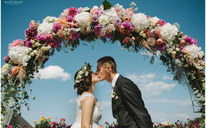 Vestuvės užsienyje - ar tikrai geras pasirinkimas?